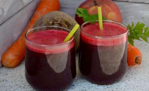 Jus detox: betterave, céleri, carotte, pomme