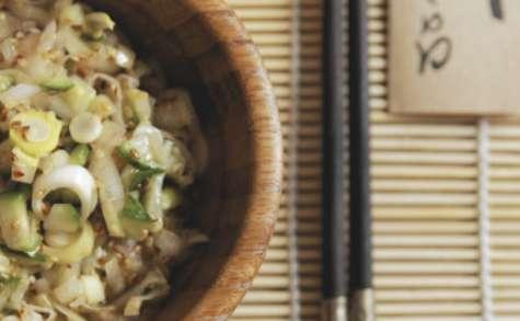 Salade asiatique aux poireaux et concombre
