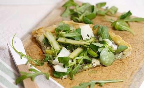 Tarte feuilletée aux asperges vertes crème d'artichaut et tome de brebis