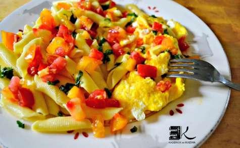 Recette pâtes aux tomates et œufs brouillés au basilic