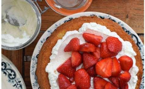Victoria sponge cake fraises chantilly