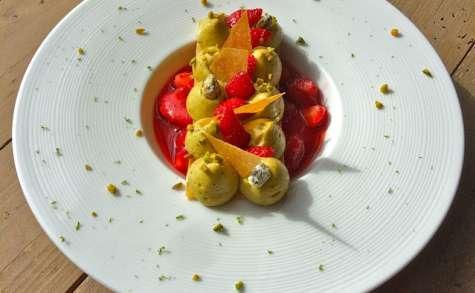 1000 feuilles fraises, pistaches à l'assiette