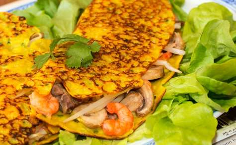 Crêpes vietnamiennes farcies aux crevettes et porc Bánh xèo
