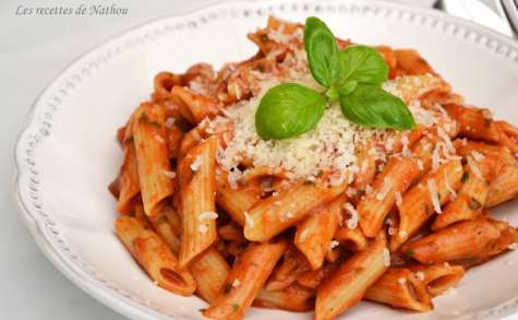 Penne à la tomate, mozzarella, basilic
