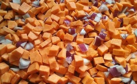 Patates douces rôties aux oignons rouges