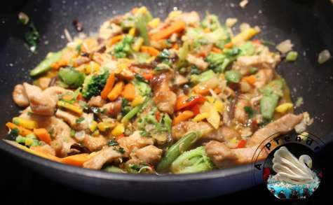 Wok de légumes et poulet façon thaï