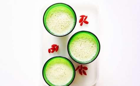 Yaourt à boire au melon vert, au kiwi, à la violette et aux baies de goji