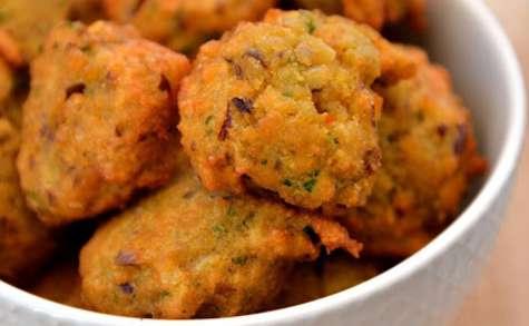 Beignets de lentilles épicés et raïta concombre-menthe