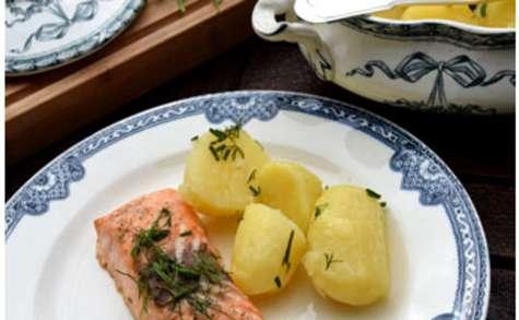 Saumon au beurre de citron et herbes fraîches