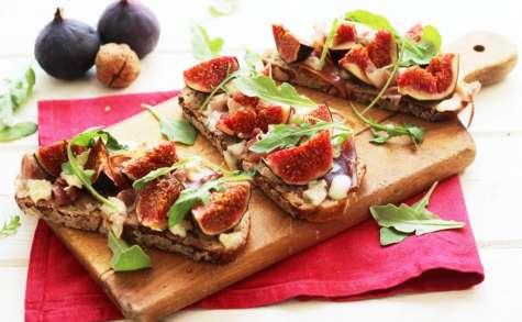 Tartines aux figues, roquefort et jambon de parme