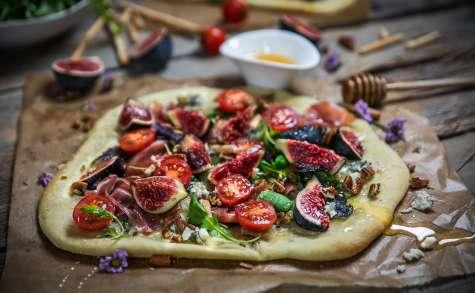 Pizza au jambon de parme et figue