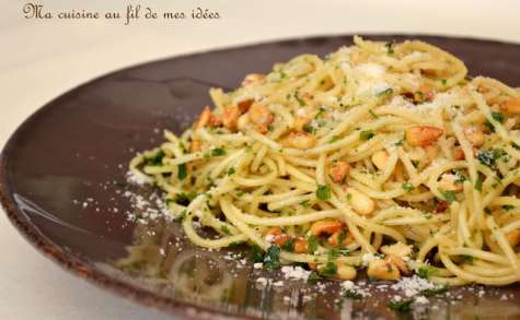 Spaghetti au beurre et pignons de pin