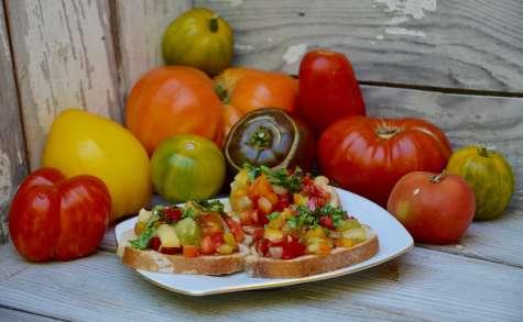 Tartines de tomates au basilic