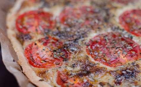 Tarte aux tomates cerises, au thon et à la moutarde