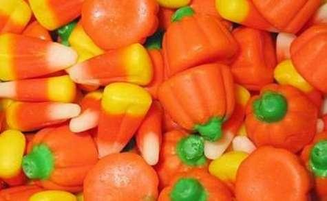 Bonbons en pâte d'amandes, pignons, miel pour Halloween