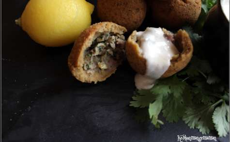 Boulettes de gigot d'agneau au citron confit, cumin , menthe et coriandre en coque de falafel