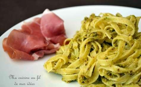 Tagliatelle au pesto de pistaches et parmesan