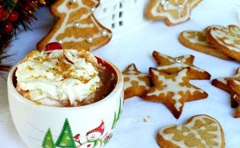 Chocolat chaud au caramel beurre salé et biscuits cannelle et miel