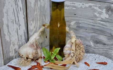 Huile parfumée à l'ail et au basilic