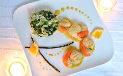 Noix de Saint Jacques à la vanille et à l'orange, et leur fondue de poireaux