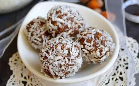 Truffes crues à la noisette, cacao et noix de coco