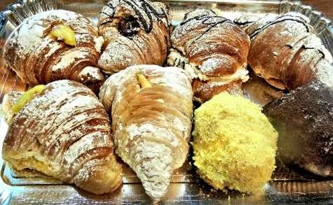 Croissants fourrés aux amandes et au chocolat