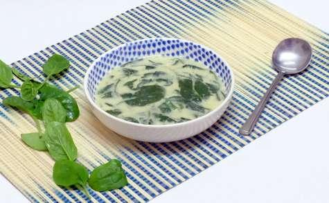 Soupe express au lait de coco et épinards