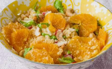 Salade de semoule à l'orange, aux radis et noix de cajou
