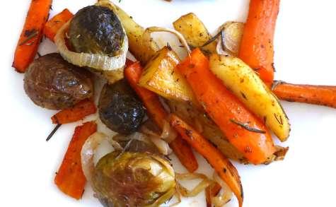 Légumes rôtis, choux de Bruxelles, carottes et pommes de terre