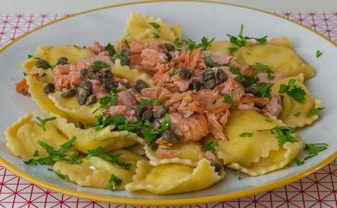 Raviolis au fromage, saumon et câpres