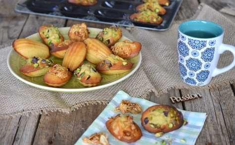 Madeleines à la fève Tonka et amandes caramélisées & madeleines à la pistache