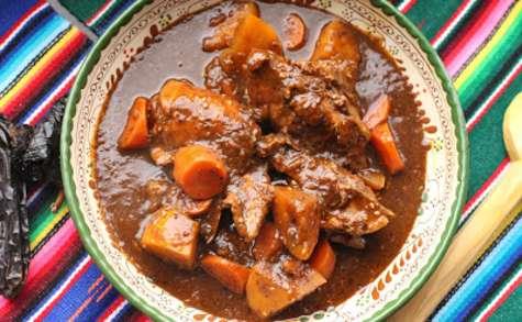 Poulet en sauce noire du Guatemala