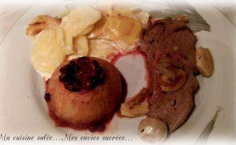 Gigue de chevreuil au four et pommes aux airelles - Gratin dauphinois à l'ancienne