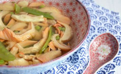 Soupe chinoise poulet pleurotes roses