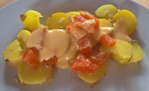 Salade de pommes de terre, saumon et raifort