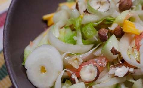 Salade d'endives au pamplemousse rose, à la pomme et au cheddar