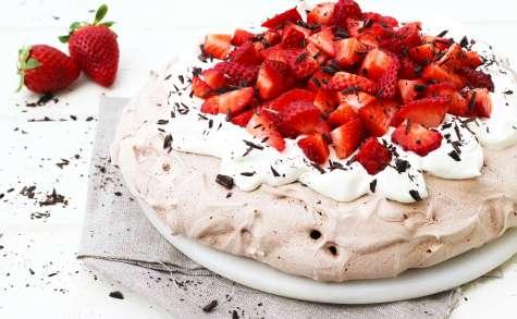 Pavlova au chocolat et à la fraise