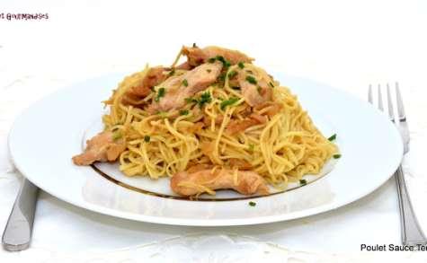 Poulet sauce teriyaki et ses nouilles jaunes