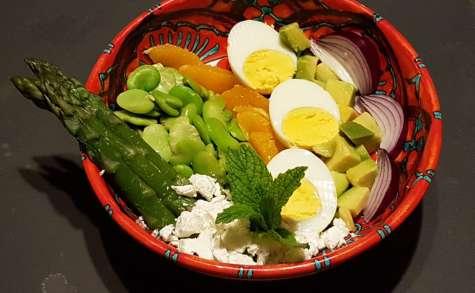 Buddha bowl aux asperges, fèves et avocat