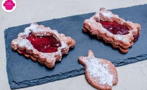 Biscuits à la poudre de biscuits roses de Reims fourrés à la confiture