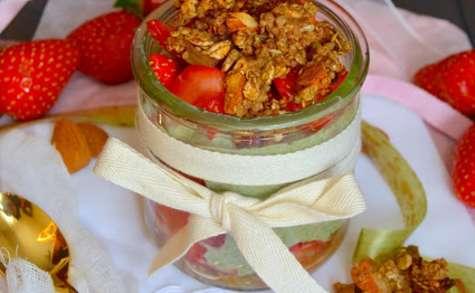 Trifle aux fraises, rhubarbe, moringa et granola quinoa - rhubarbe