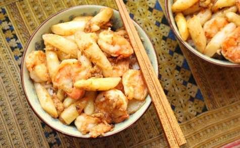 Asperges et crevettes au wok