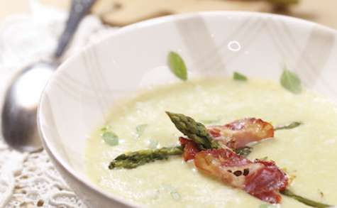 Créme d'asperges basilic et parmesan