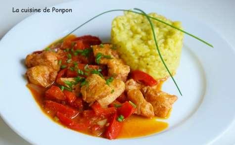 Poulet et poivron rouge accompagnés d'un risotto aux petits légumes