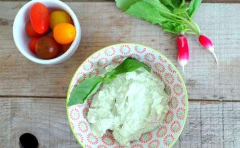 Sauce dip radis, fromage frais et basilic