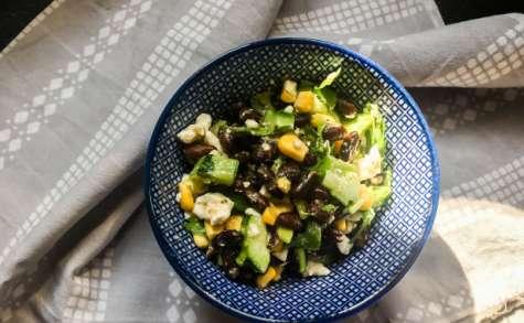 Salade américaineharicots noirs, concombre et feta