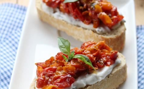 Bruschettas à la ricotta basilic et compotée de tomates
