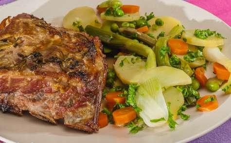 Travers de porc aux herbes et légumes de printemps