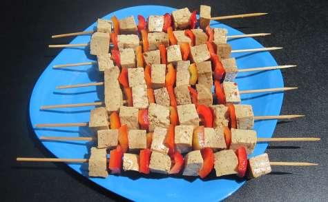 Brochettes de tofu mariné