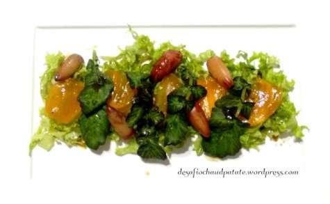 Salade de saison : kaki, pignon de pin brésilien et sauce mandarine